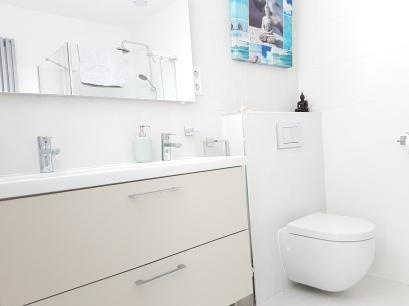 Luxe badkamer met regendouche
